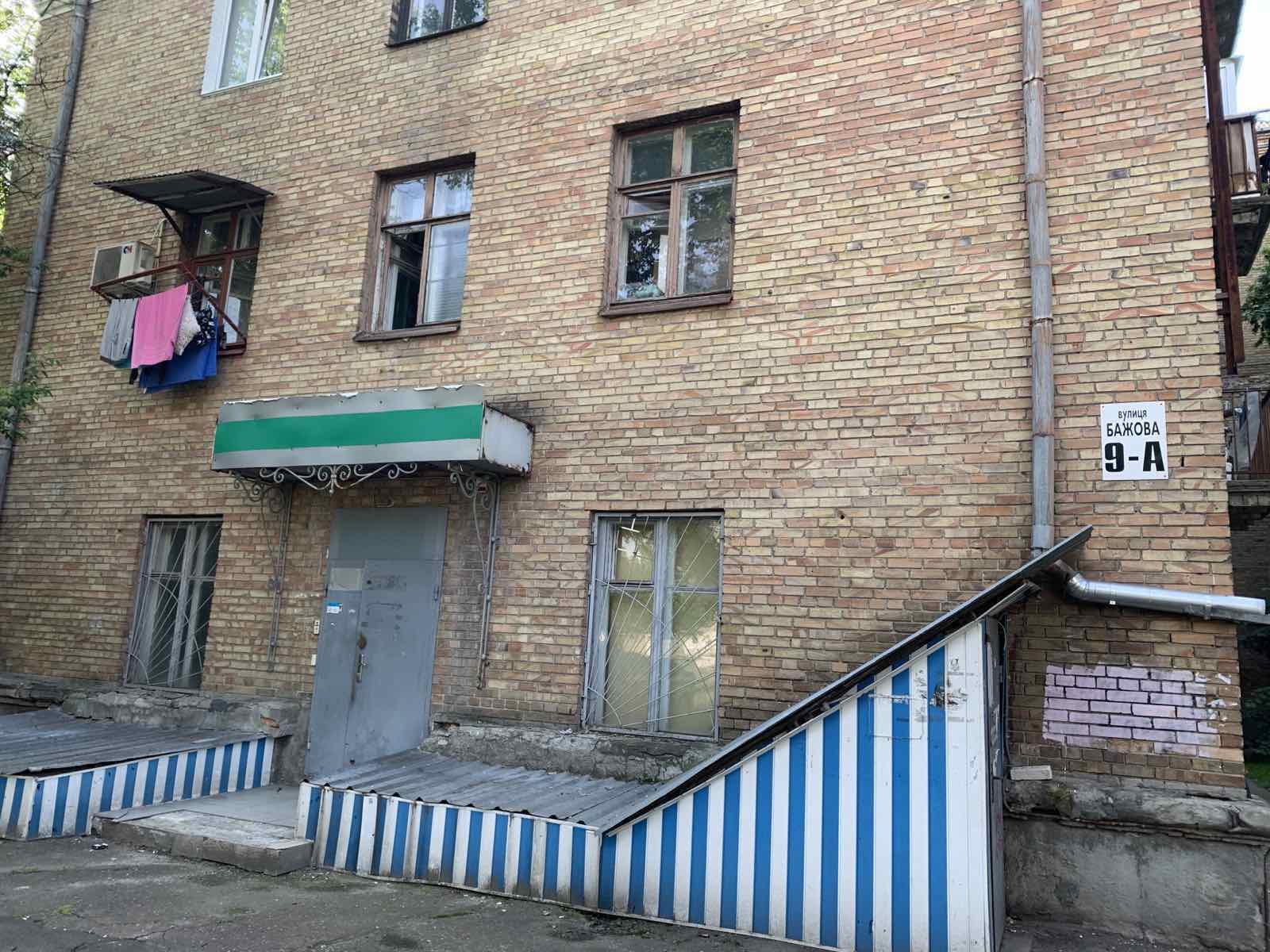 Продовження договору оренди нежитлових приміщень (1-й поверх) на вул. Бажова, 9-А загальною площею 92,30 кв. м