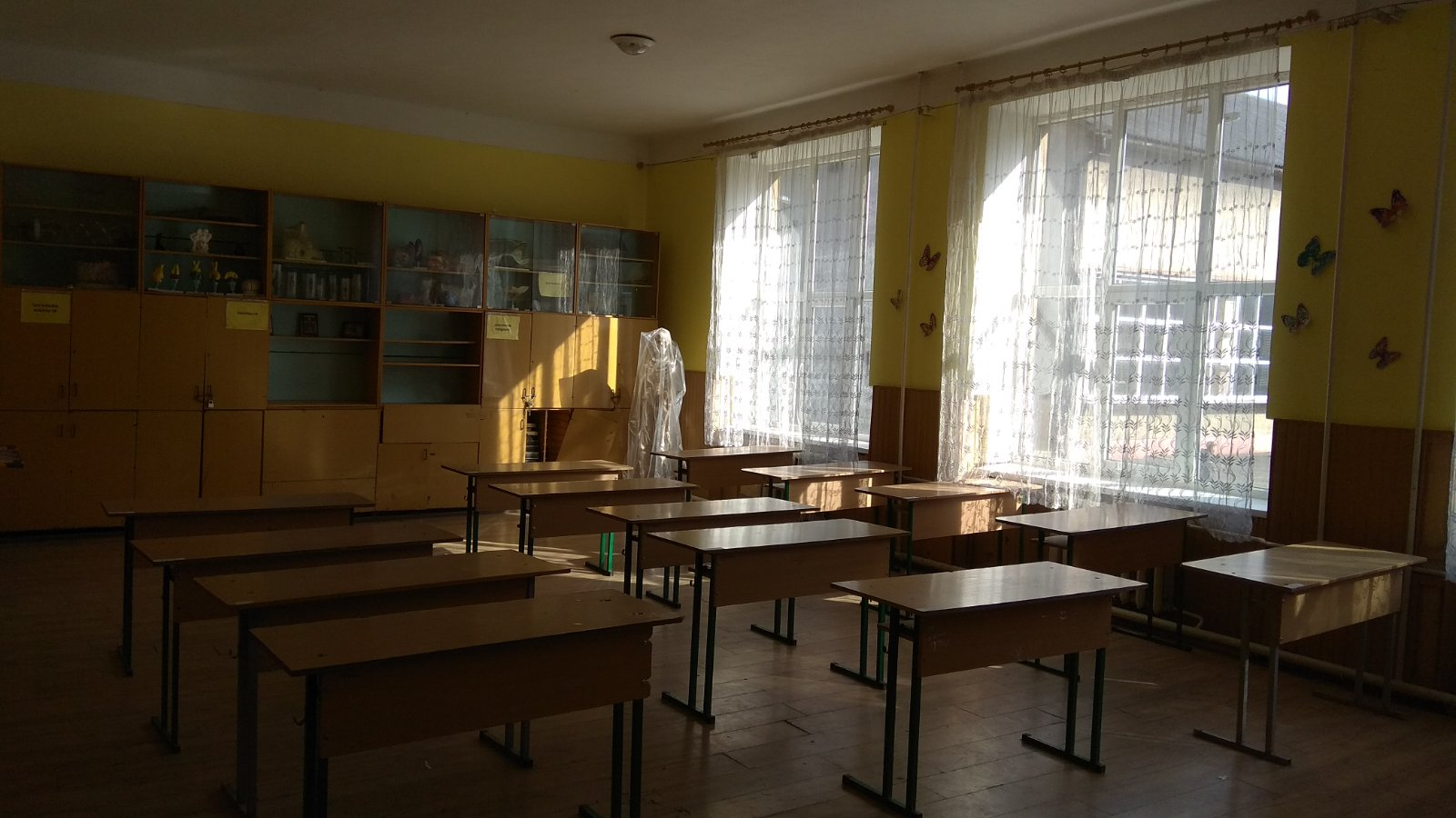 вбудоване приміщення (№49) на другому поверсі будівлі (А,АІІІ), загальною площею 55,7 кв. м, що розташована за адресою: Закарпатська область, м.Перечин, вул.Ужанська, 9